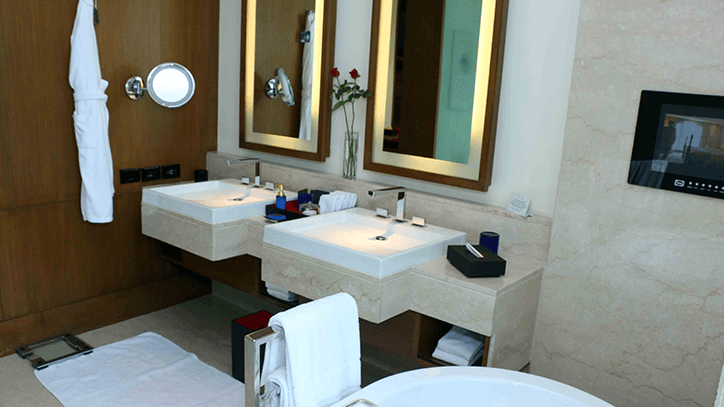 Luxury Suite Bathroom at The Oberoi Gurgaon