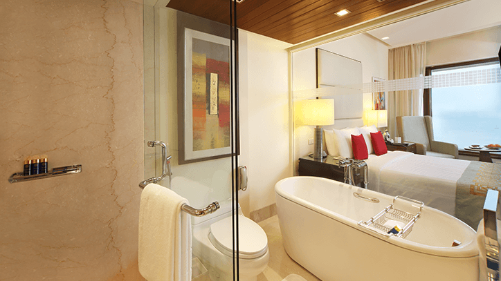 Deluxe Room Bathroom at The Oberoi Mumbai