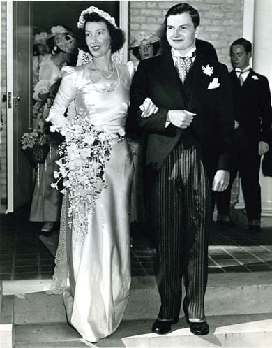 David and Peggy Rockefeller at their wedding in 1940
