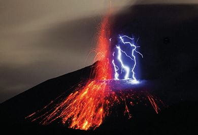 'DIRTY THUNDERSTORM' AT SAKURAJIMA VOLCANO South Japan