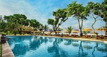Swimming Pool at The Oberoi Beach Resort Bali