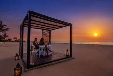 Dinner at the Beach Cabana, Dibai