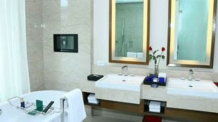Deluxe Suite Bathroom at The Oberoi Gurgaon