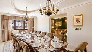 Grand-Royal-suite-haram-view-dining-room-724x407