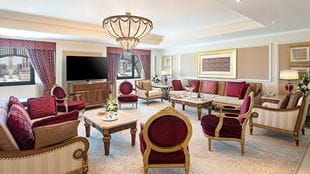 Grand-Royal-suite-haram-view-sitting-room-724x407