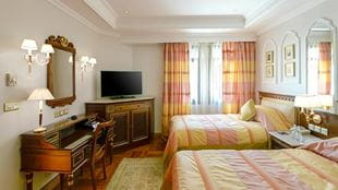 Royal-suite-Haram-view-second-bed-room-724x407