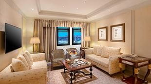 Royal-suite-haram-view-sitting-area-724x407