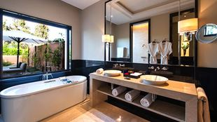 marrakech-deluxe-villas-with-private-pool-bathroom-724x407