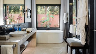 marrakech-presidential-villa-with-private-pool-bathroom-724x407