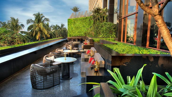 mumbai-dining-the-eau-bar-724x407