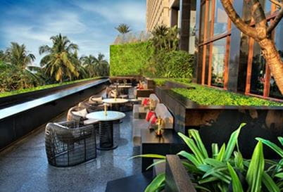mumbai-dining-the-eau-bar-382x259