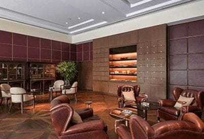 The Club Bar and Cigar Lounge at the 5 Star Hotel in Delhi, The Oberoi New Delhi