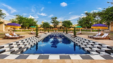 udaivilas-gallery-featured-11-main-swimming-pool-724x407