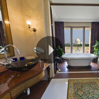 360° View of The Kohinoor Suite Bathroom At The Oberoi Amarvilas, Agra