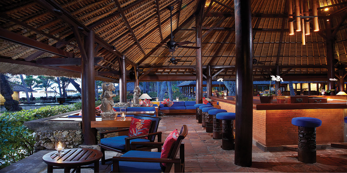 Kayu Bar With Traditional Thatched Roof overlooking Indian Ocean at The Oberoi, Bali