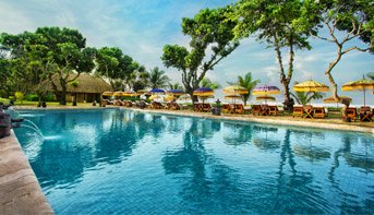 Beachfront Swimming Pools - Luxury Spa at The Oberoi, Bali
