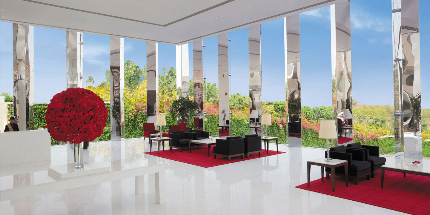 Lobby at The Oberoi, Gurgaon width=