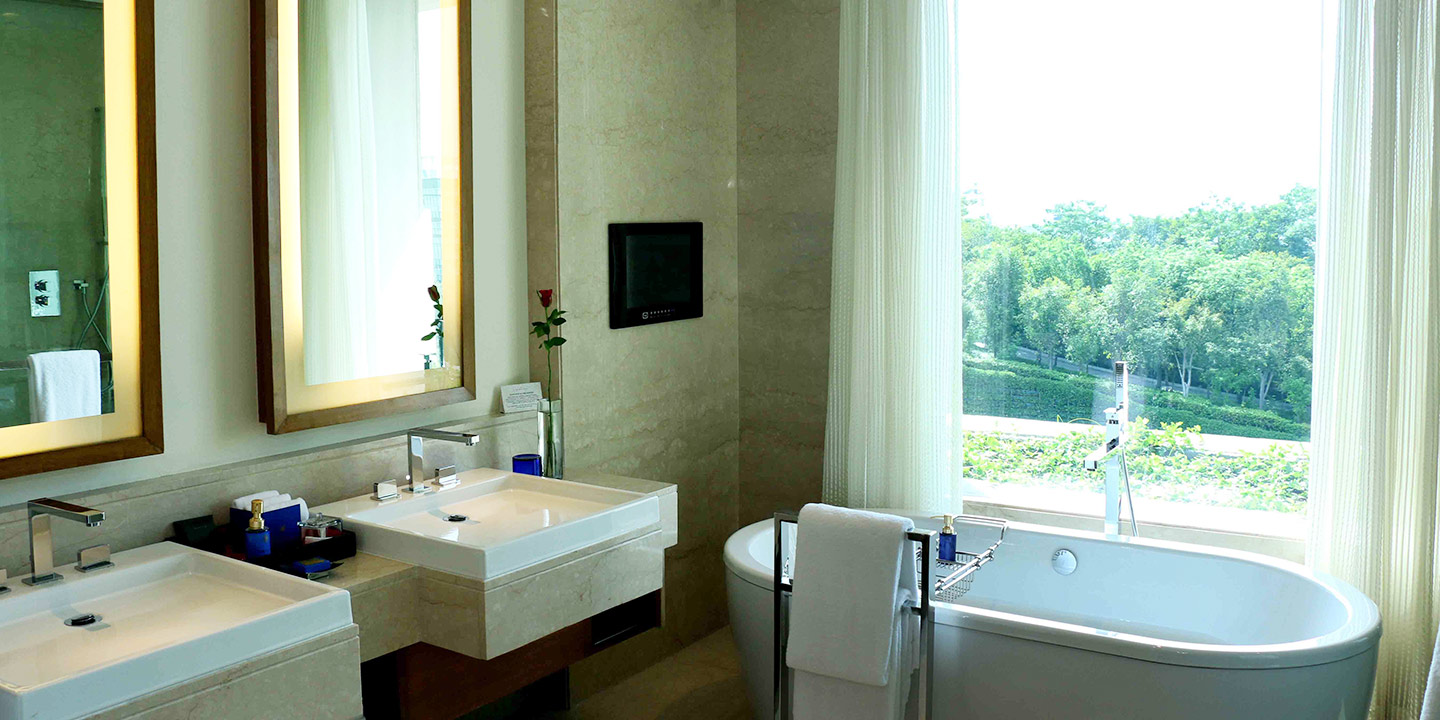 Premier Hotel Room With Pool View The Oberoi Gurgaon