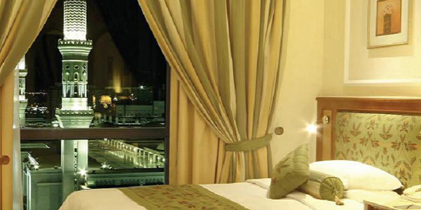 Studio Rooms With 24 Hour In-Room Dining at The Oberoi, Madina
