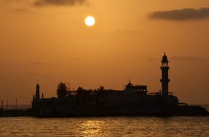 Haji Ali Mosque - Weekend Getaways in Mumbai