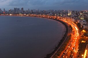Marine drive - Weekend Getaways in Mumbai