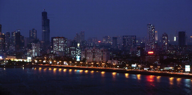 experience the night view of marine drive the oberoi mumbai
