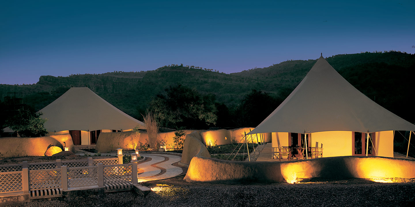 Bedroom of The Luxury Tents - The Oberoi Vanyavilas Ranthambhore ... & Luxury Rooms and Suites at Oberoi Vanyavilas Ranthambhore | Book ...