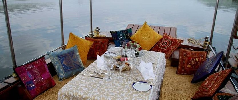 Lunch on Lake Pichola - Enyoy a Leisure Lunch While Cruising by The City of Udaipur - The Oberoi Udaivilas