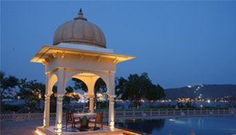 Dine Under the Stars in The Luxury Restaurants in Udaipur - The Oberoi Udaivilas